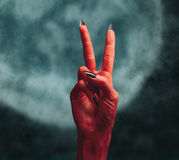 Mão do diabo com sinal da mão da paz Fotografia de Stock