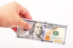 Mão do homem com 100 notas de dólar Imagens de Stock