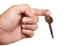 Mão do homem com uma chave Fotos de Stock