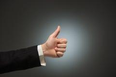 Mão do homem de negócio e ação APROVADA do sinal Fotos de Stock Royalty Free