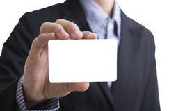 Mão do homem de negócio que guarda a exibição vazia do cartão Fotos de Stock
