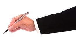 Mão do homem de negócio que guardara a pena luxuosa e a escrita Fotografia de Stock