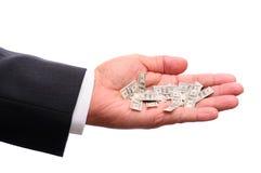 Mão do homem de negócios com cem contas de dólar pequenas Imagens de Stock
