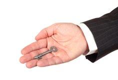 Mão do homem de negócios com chave Imagens de Stock