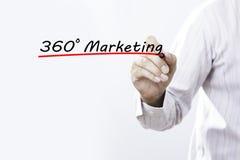Mão do homem de negócios que escreve 360 graus que introduzem no mercado com marcador, Busi Imagens de Stock Royalty Free