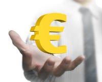 Mão do homem de negócios que guarda o euro- sinal 3D dourado Imagens de Stock