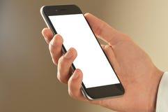 Mão do homem de negócios que guarda o telefone esperto com trajeto de grampeamento foto de stock royalty free