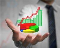 Mão do homem de negócios que mantém o infographics 3d sobreposto Imagem de Stock