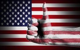 A mão do homem em Front Of Flag Of EUA Fotos de Stock