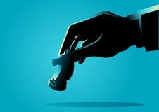Mão do homem que guarda a parte do cavaleiro da xadrez ilustração royalty free