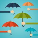 Mão do homem que guarda um guarda-chuva Fotos de Stock Royalty Free