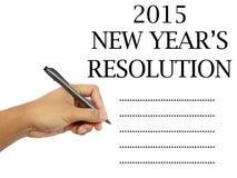 A mão do homem que guarda uma pena que escreve uma lista de verificação do ano novo Foto de Stock Royalty Free
