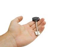 Mão do homem que prende uma chave Fotografia de Stock