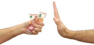Mão do homem que recusa o dinheiro oferecido Rejeição fotografia de stock royalty free