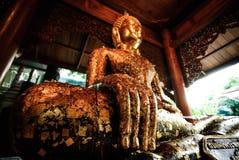 mão do ouro para a estátua de buddha Imagem de Stock
