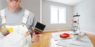 Mão do pintor com escova de pintura Imagens de Stock Royalty Free