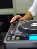 Mão do `s da senhora DJ Imagens de Stock