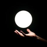 Mão do ser humano do ove da esfera de Ight Fotos de Stock