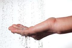 Mão e água. Imagens de Stock