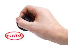 Mão e carimbo de borracha vendidos Fotografia de Stock Royalty Free