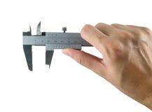 mão e compasso de calibre no fundo branco imagem de stock