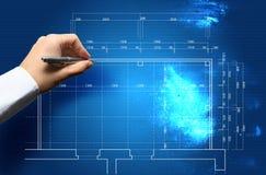Mão e conceito do modelo com o coordenador que trabalha na cópia azul Fotos de Stock