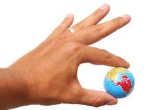 Mão e globo Fotos de Stock Royalty Free
