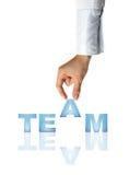 A mão e a palavra Team - o conceito do negócio Fotos de Stock Royalty Free