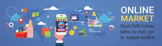 Mão em linha do mercado que guarda compras na mercearia pedindo dos produtos do telefone esperto e a bandeira horizontal do conce Fotografia de Stock