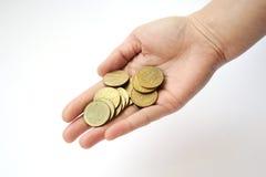 Mão em um fundo branco que guarda um punhado das moedas um hryvni Imagens de Stock