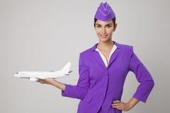 Mão encantador de Holding Airplane In da comissária de bordo Fotos de Stock