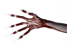 Mão ensanguentado com a seringa nos dedos, seringas dos dedos do pé, seringas da mão, mão ensanguentado horrívea, tema do Dia das Fotos de Stock Royalty Free