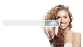 Mão fêmea com a barra vazia do endereço no web browser virtual isolada no fundo branco foto de stock