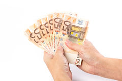 Mão fêmea que guarda 50 euro- cédulas Imagens de Stock