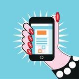 Mão fêmea que guarda o telefone celular da ilustração do pop art do telefone Fotografia de Stock Royalty Free