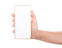 Mão fêmea que mantém a zombaria do smartphone do telefone celular do ouro fotografia de stock royalty free