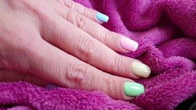 Mão fêmea, tratamento de mãos, pele vídeos de arquivo