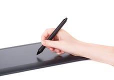 Mão fêmea usando a tabuleta gráfica Fotos de Stock Royalty Free