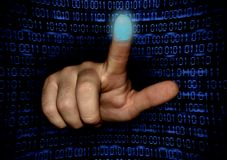 A mão faz a varredura da impressão digital do indicador imagens de stock royalty free