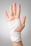 Mão ferida com atadura Fotografia de Stock Royalty Free