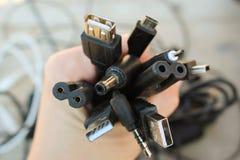 A mão guarda as cabeças universais do recharger Imagem de Stock Royalty Free