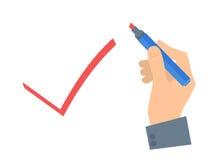 A mão humana escreve o sinal da verificação em um papel de votação Fotografia de Stock
