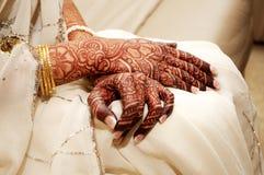 Mão indiana do henna das noivas Fotografia de Stock
