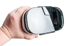 A mão mantém vidros da realidade virtual isolados foto de stock royalty free