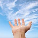Mão masculina direita com lugar vazio para guardar algo Fotografia de Stock Royalty Free