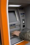 Mão masculina no ATM europeu imagem de stock royalty free