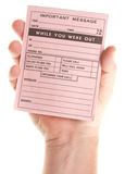 Mão masculina que prende a almofada de mensagem cor-de-rosa em branco Fotos de Stock