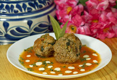 Mão - Meatballs feitos imagens de stock royalty free