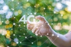 A mão mostra o símbolo 4g Fotos de Stock