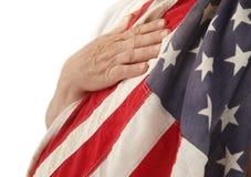 Mão na bandeira dos EUA Imagem de Stock